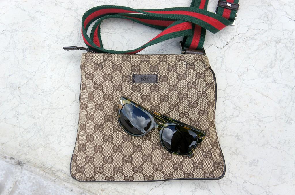 Borsa Gucci e occhiali da sole Kenzo