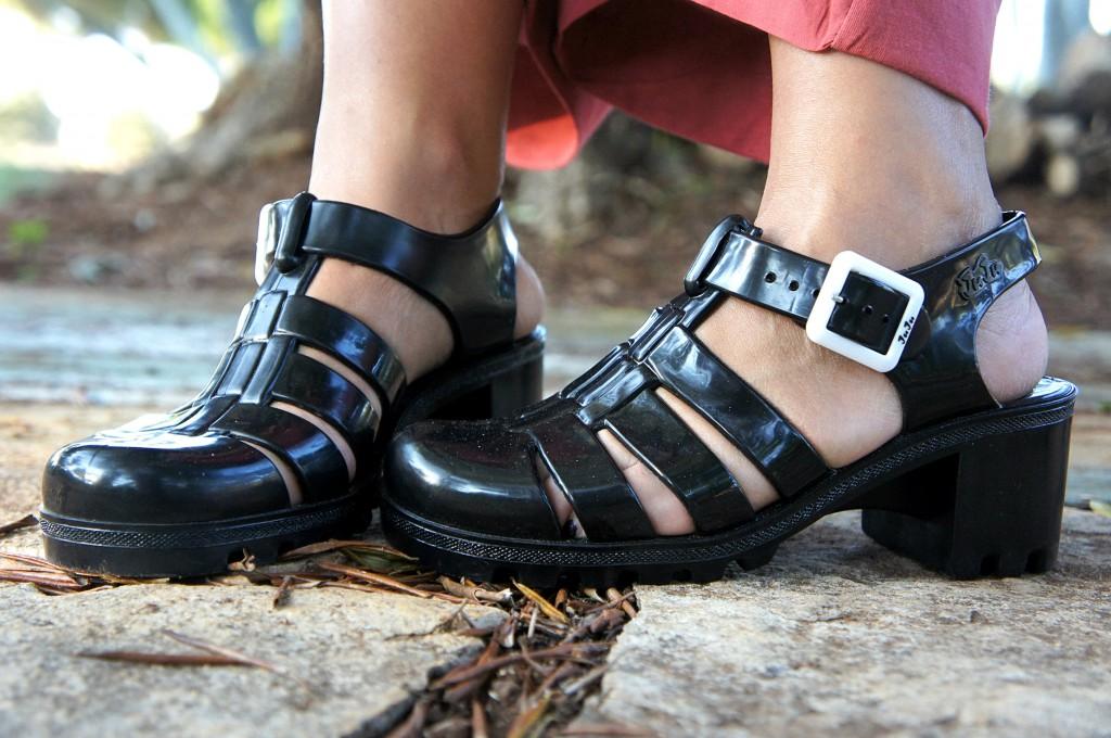 Sandali di gomma