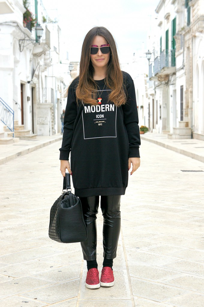 look total black e slip on