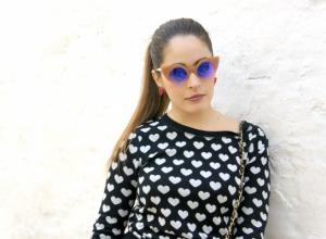 Un total look firmato Zara con accessori colorati