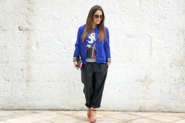 Come abbinare i pantaloni blu: consigli di stile ...
