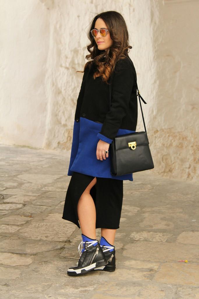 cappotto blu e nero