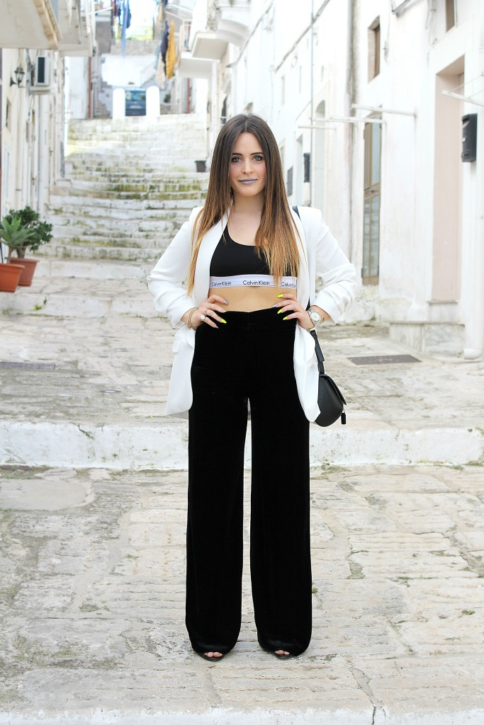 Fiori, frange e pantaloni a zampa per Zara