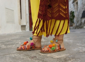 Sandali Boho chic, pon pon e frange: il look dell'Estate!