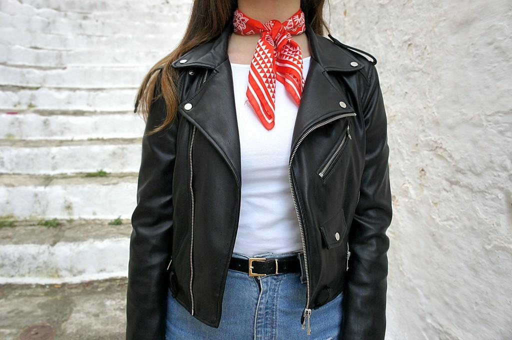 come indossare il foulard al collo