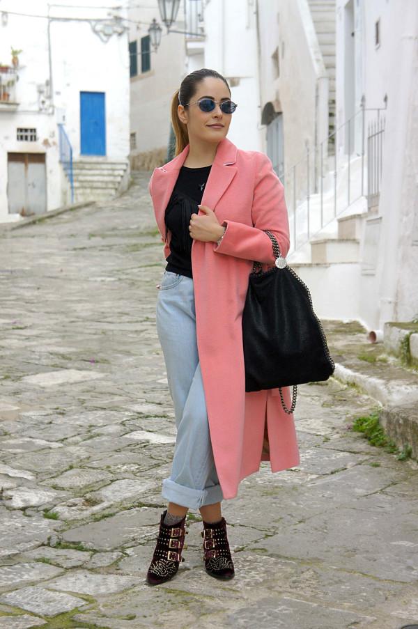 Cappotto a vestaglia rosa e biker boots Lemarè | Cappotti