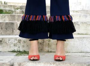 Pantaloni con le frange: look per la Vigilia di Natale