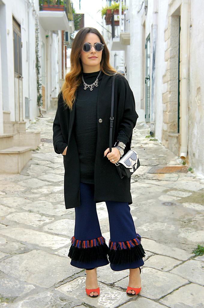 pantaloni con le frange