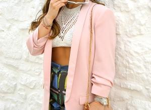 Crop top e pantaloni a vita alta: un look colorato e particolare!