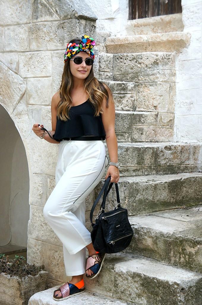 pantaloni bianchi a vita alta