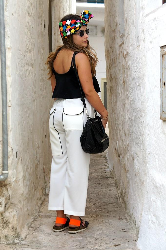 pantaloni bianchi come abbinarli