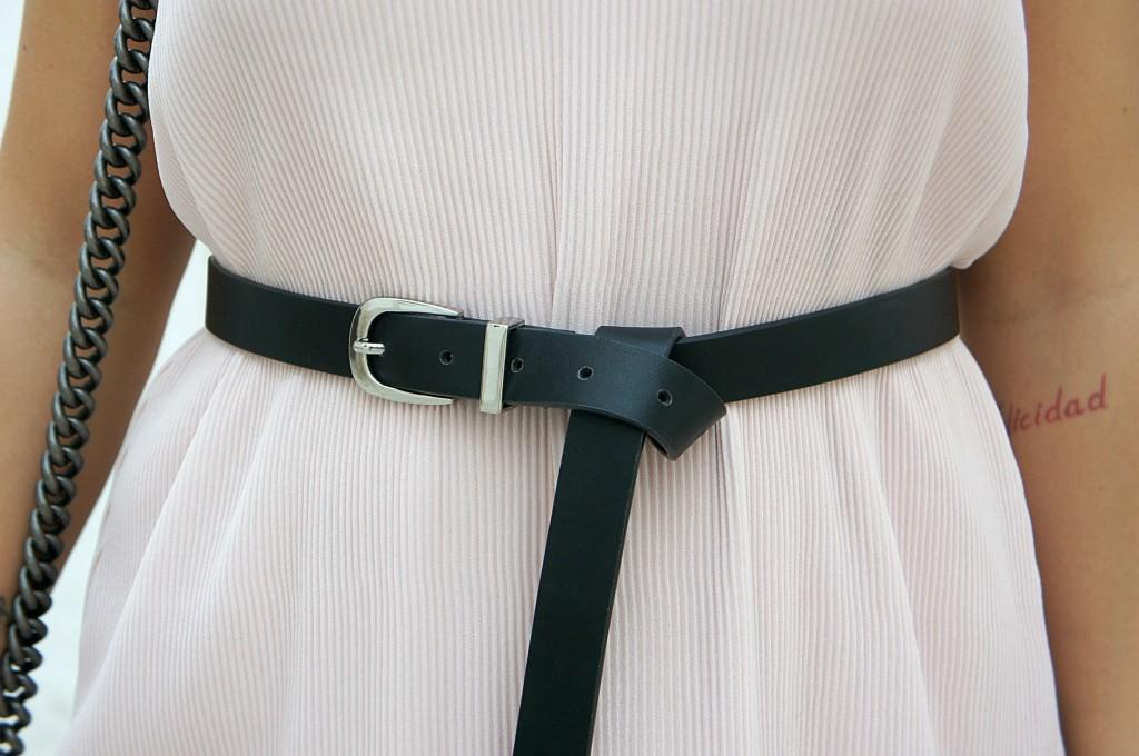 abito con cintura in vita
