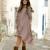 Vestito a strisce e texani con le frange: un outfit dalle tonalità safari